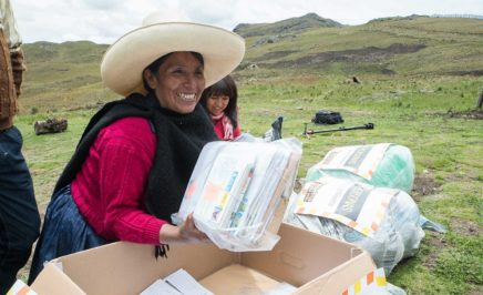 Máxima Acuña receives over 150 thousand letters from all over the world