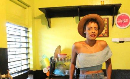 Shackelia Jackson, Nakiea Jackson' sister in the cookshop where police killed her brother. © AI